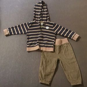Carter's NWOT! 2 Pc. Outfit! 6-9 Months!😁
